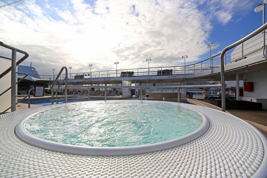 Silversea - Silver Wind - Pool Deck
