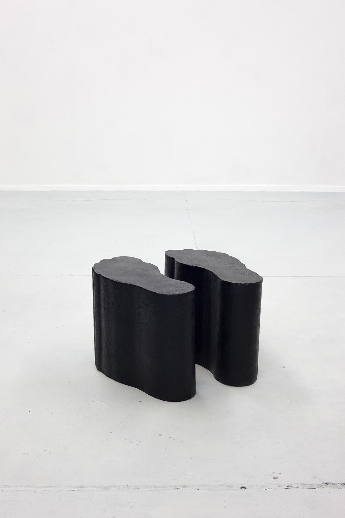 Sculpture, concrete, black coating I Fueße 01 I Erik Andersen