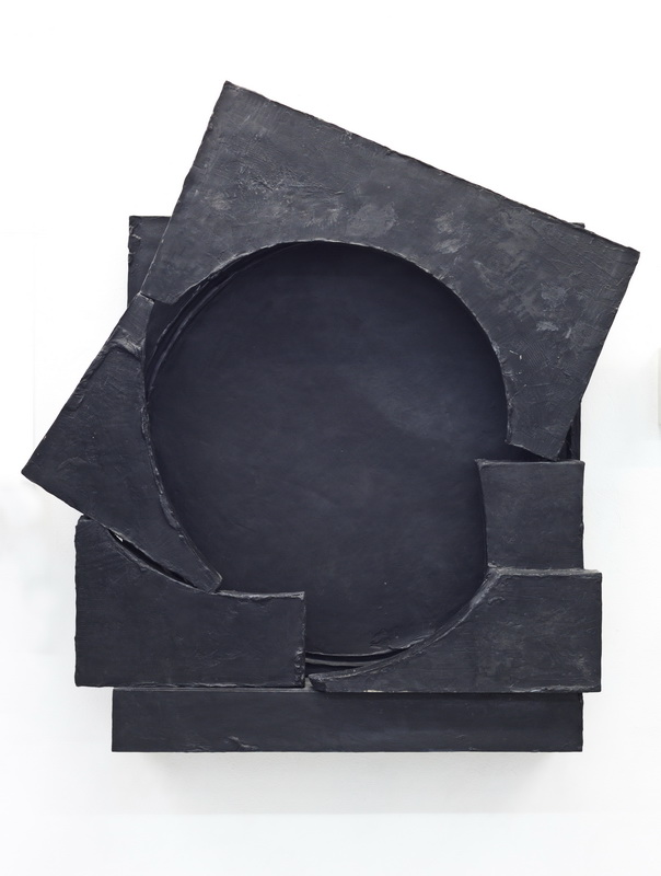 Teresa, 2018, abstract skulpture made of epoxy resin and black pigment by Erik Andersen