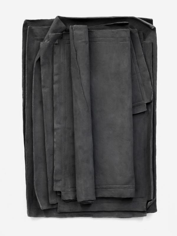 Artwork by Erik Andersen - Besser Vertikal 01, 2017 - Black Skulptur - Relief made of Epoxy Resin - Dimension 145 x 117 x 13,5 cm