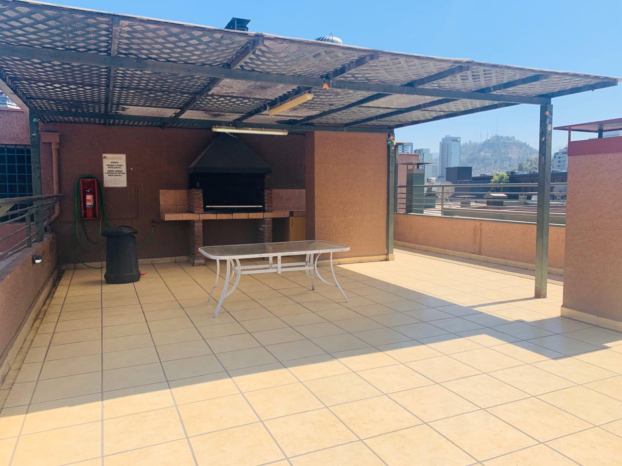 Santiago Centro / Departamento de 1 dormitorio cerca Metro U. de Chile