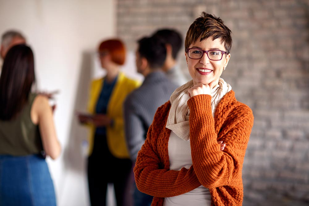 Woman with short hair wearing eyeglasses