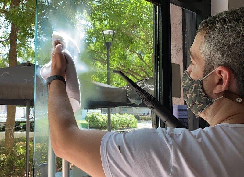 Windows cleanier ith home steamer