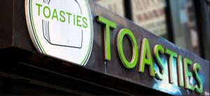 """Empleados de Entrega de """"Toasties"""" Demandan por Robo de Salario"""