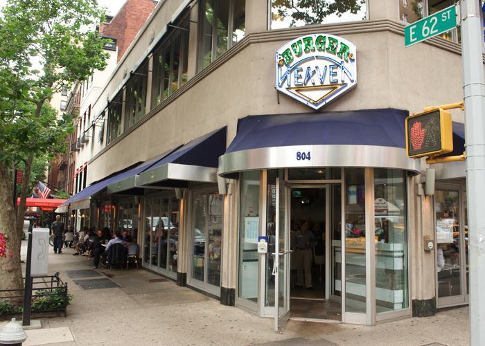 Restaurante Burger Heaven demandado por violaciones de pago de sobretiempo y salario mínimo