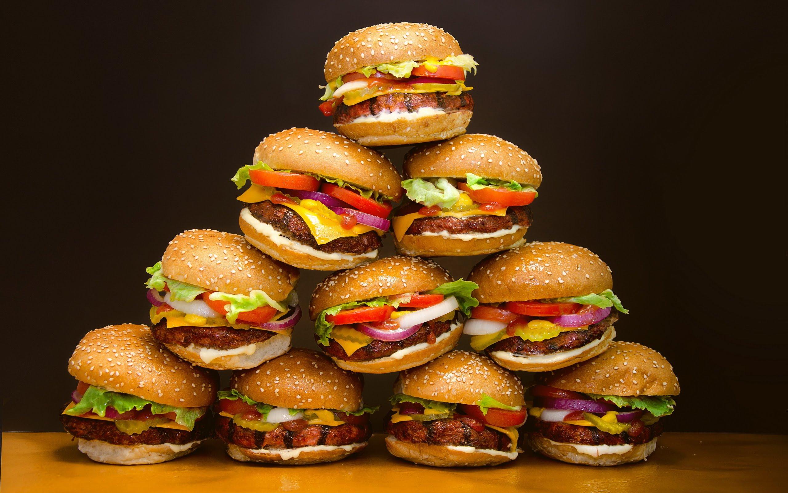 Cajera Demanda a Burger King por No Pagarle Horas Extras y por Trabajo Fuera del Reloj