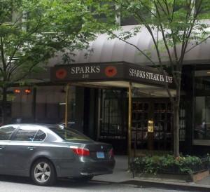 Caso Represalias Contra Steakhouse Sparks se Puede Mover a un Juicio