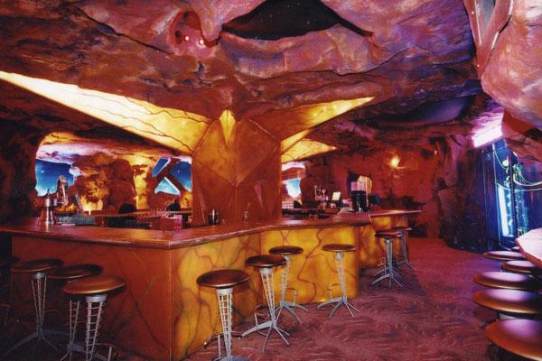 Restaurante Mars 2112 Demanda Bajo la Ley de Cierre de Plantas de Nueva York