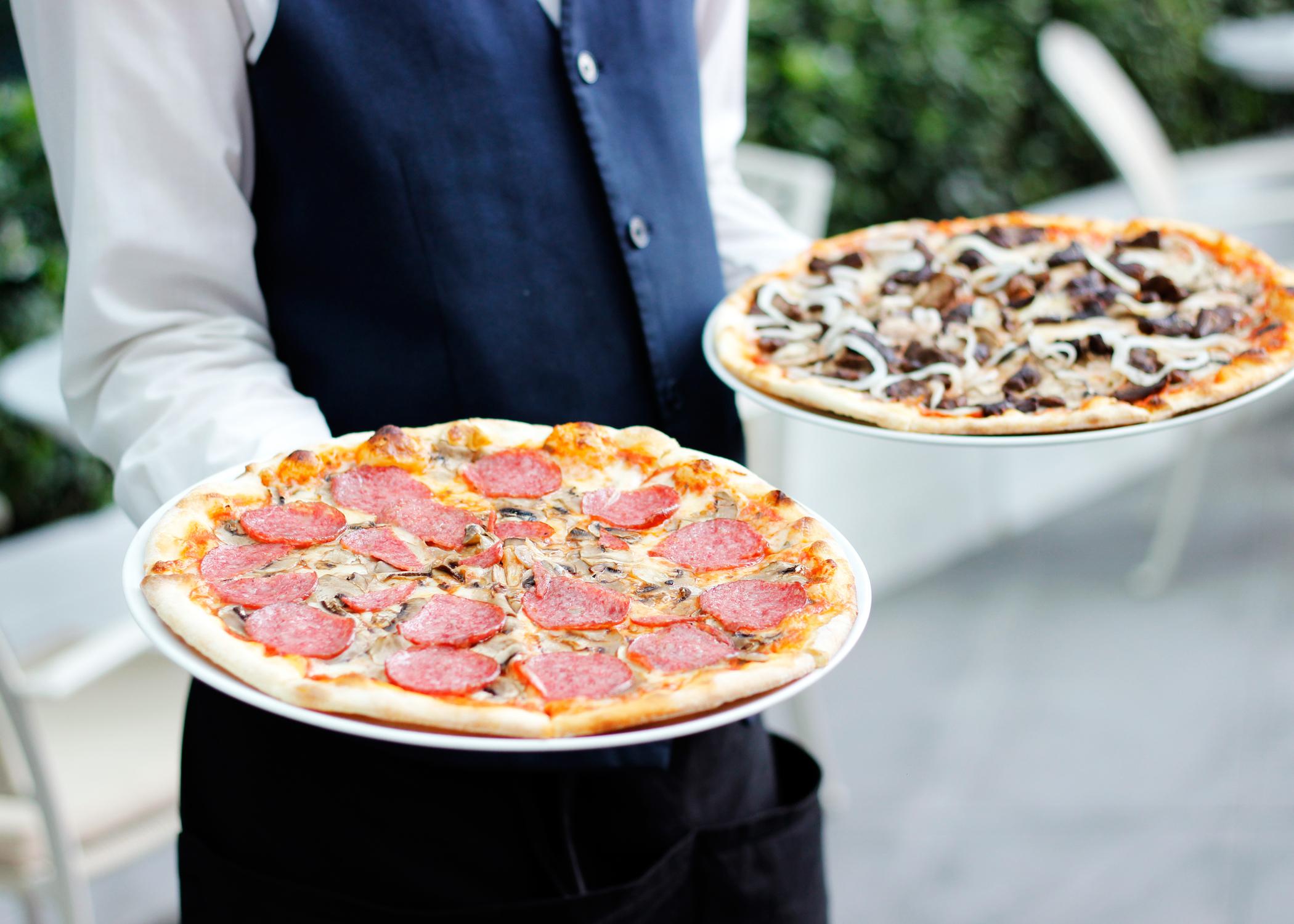 Restaurantes crearon 'impuesto' falso para robarse propinas de sus meseros
