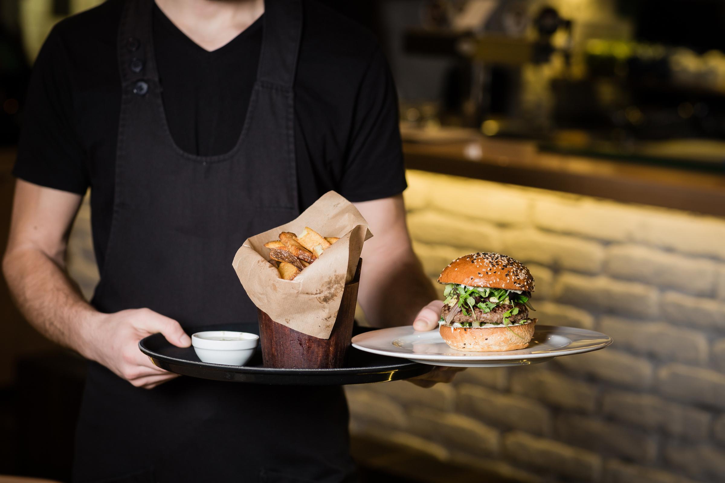 Jimmy's American Bar & Grill y Five Boro Burger demandados por violaciones de pago