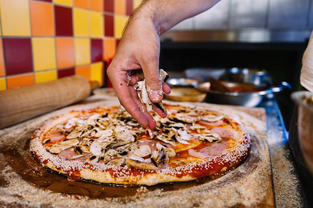 Norma Pizza Demandada por Violaciones de Pago