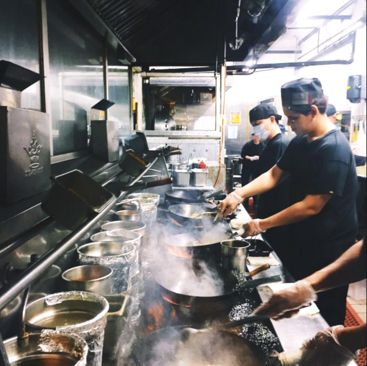 Trabajadores de Restaurantes en Nueva York Reciben Aumento al Sueldo Mínimo en 2019