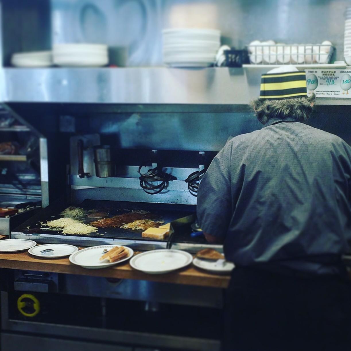 Restaurantes en California Pagaran $4 Millones Para Resolver Demanda de Robo de Salario