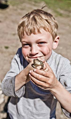 Young Boehmler with frog