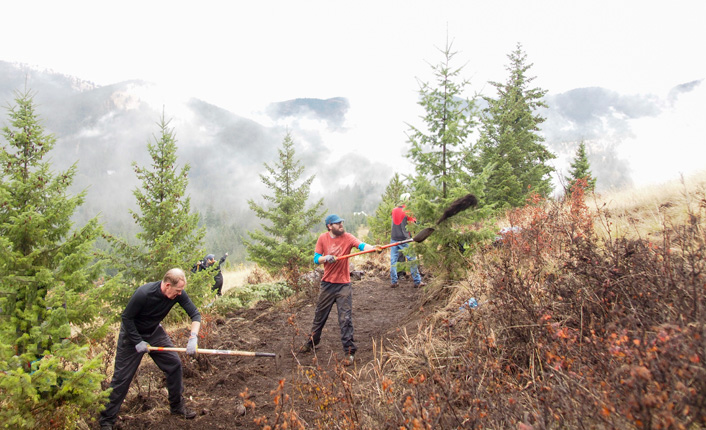Volunteers building the Barmeyer Loop Trail for National Public Lands Day last September. Photo by LJ Dawson.