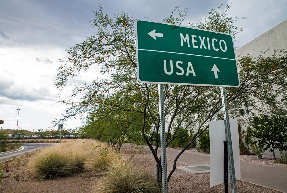 USA and Mexico border sign