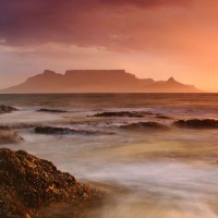 Kapstadt-Tafelberg-bei-Sonnenaufgang