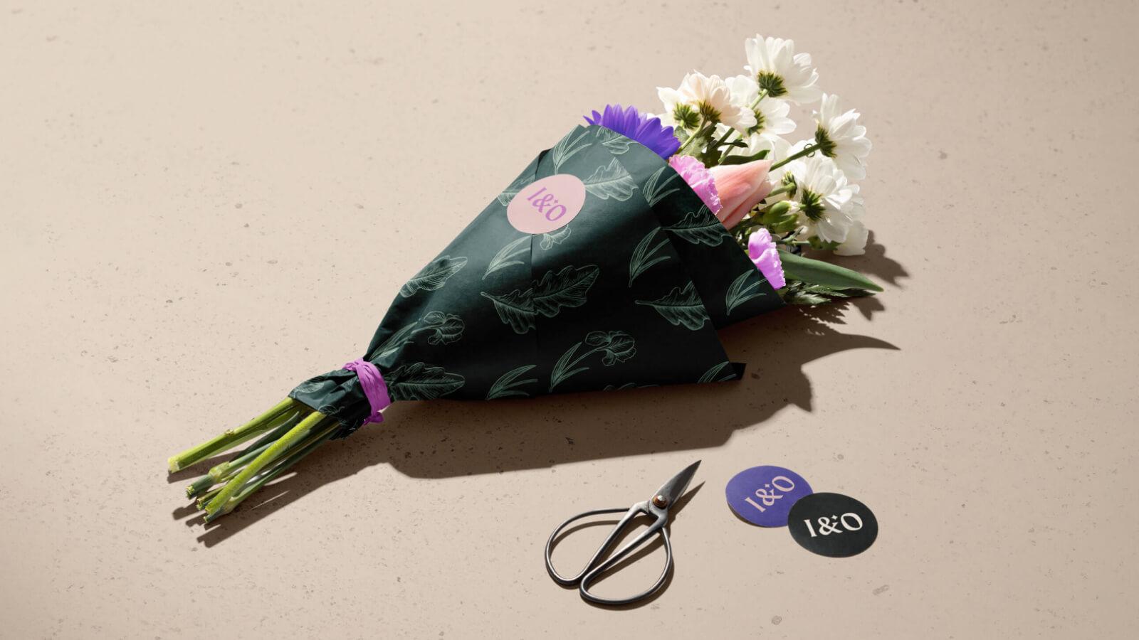 Iris & Oak Flower wrap