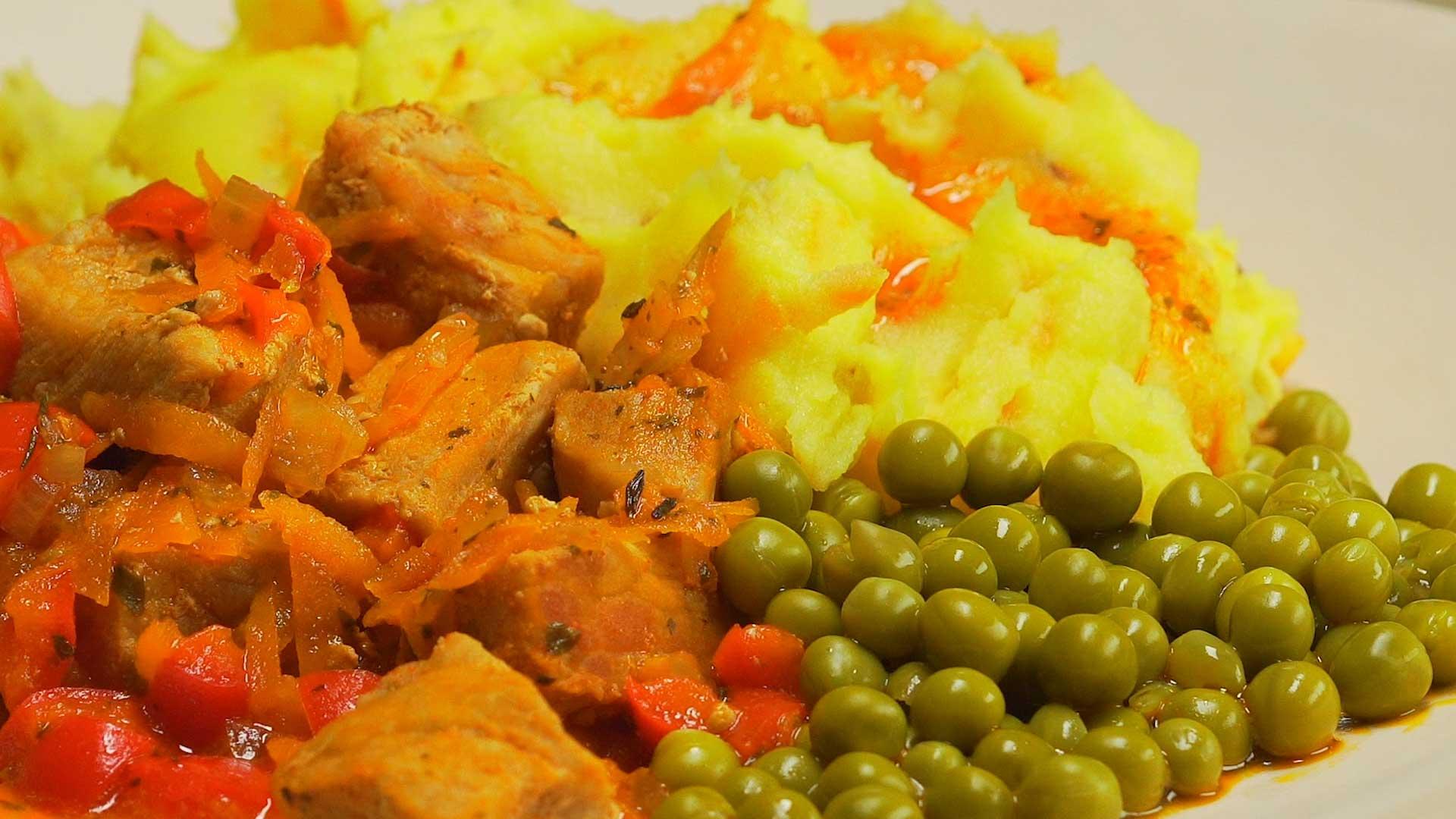 Свинина в красном соусе