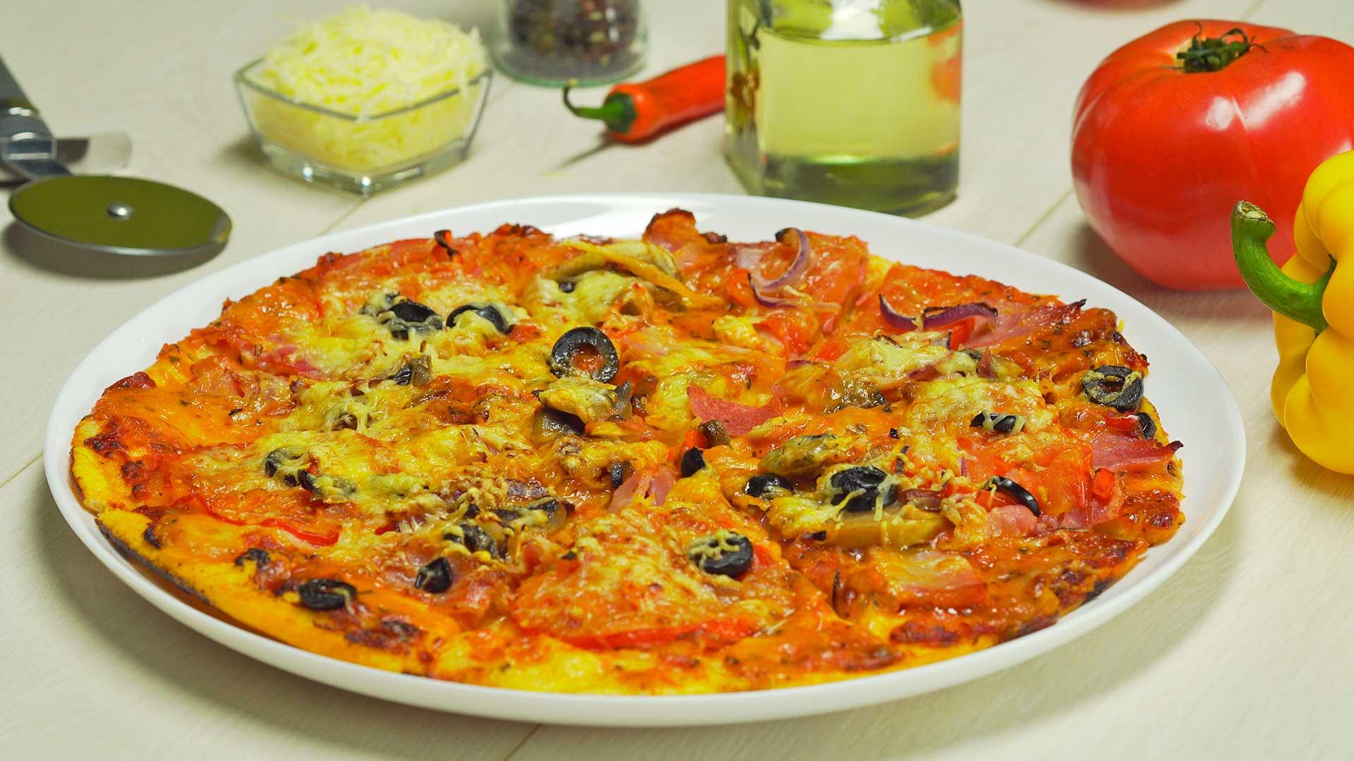 Пицца с колбасойсалями