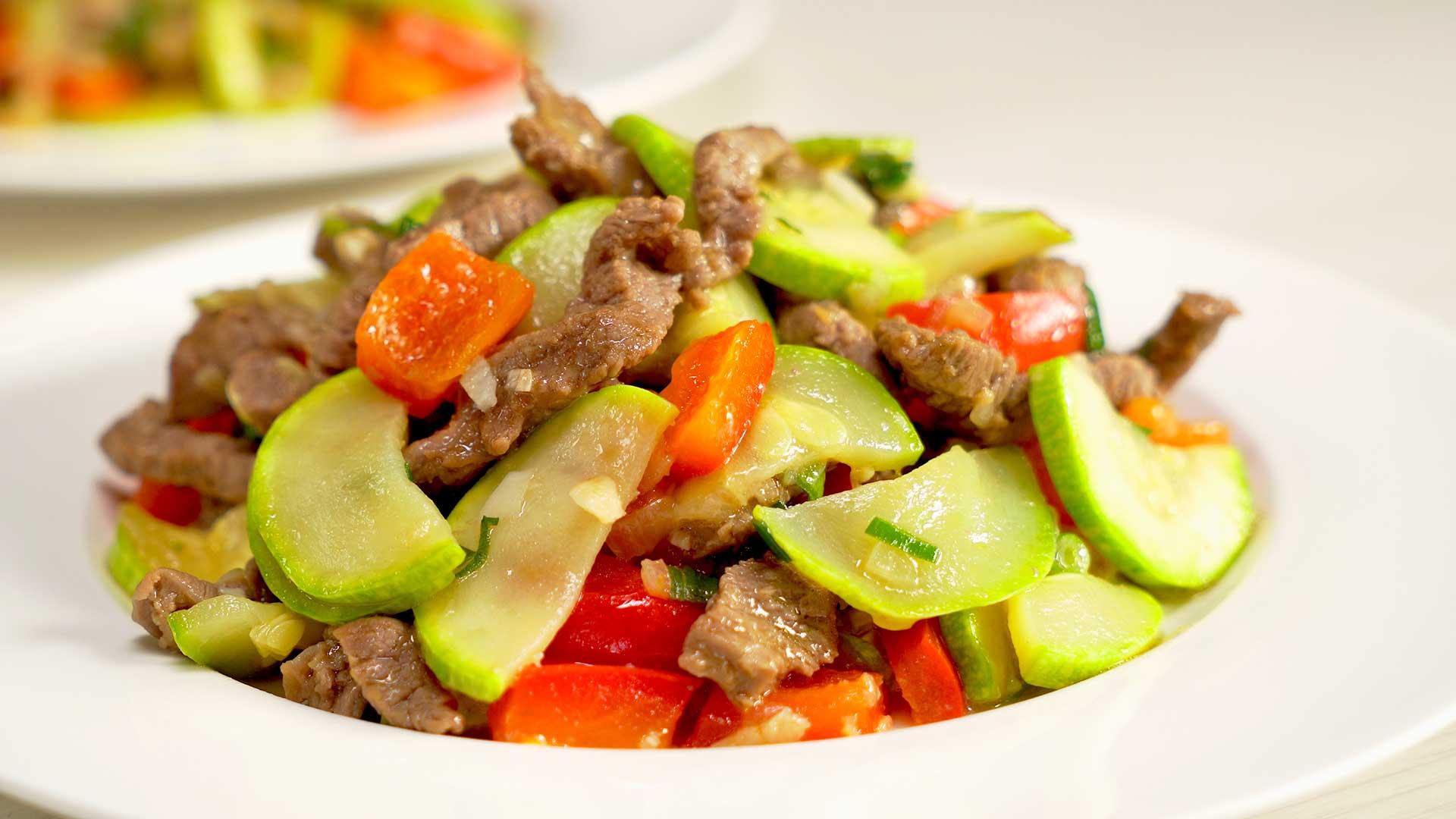 Кабачки с жареной говядиной по-китайски
