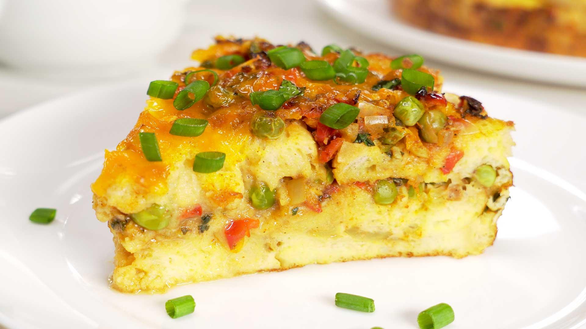 Ароматный пирог из батона с овощами