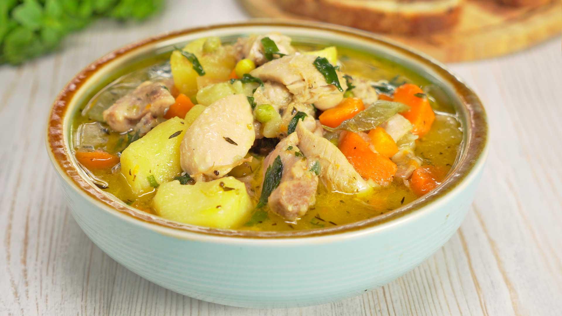 Тушеная курица с картофелем и овощами