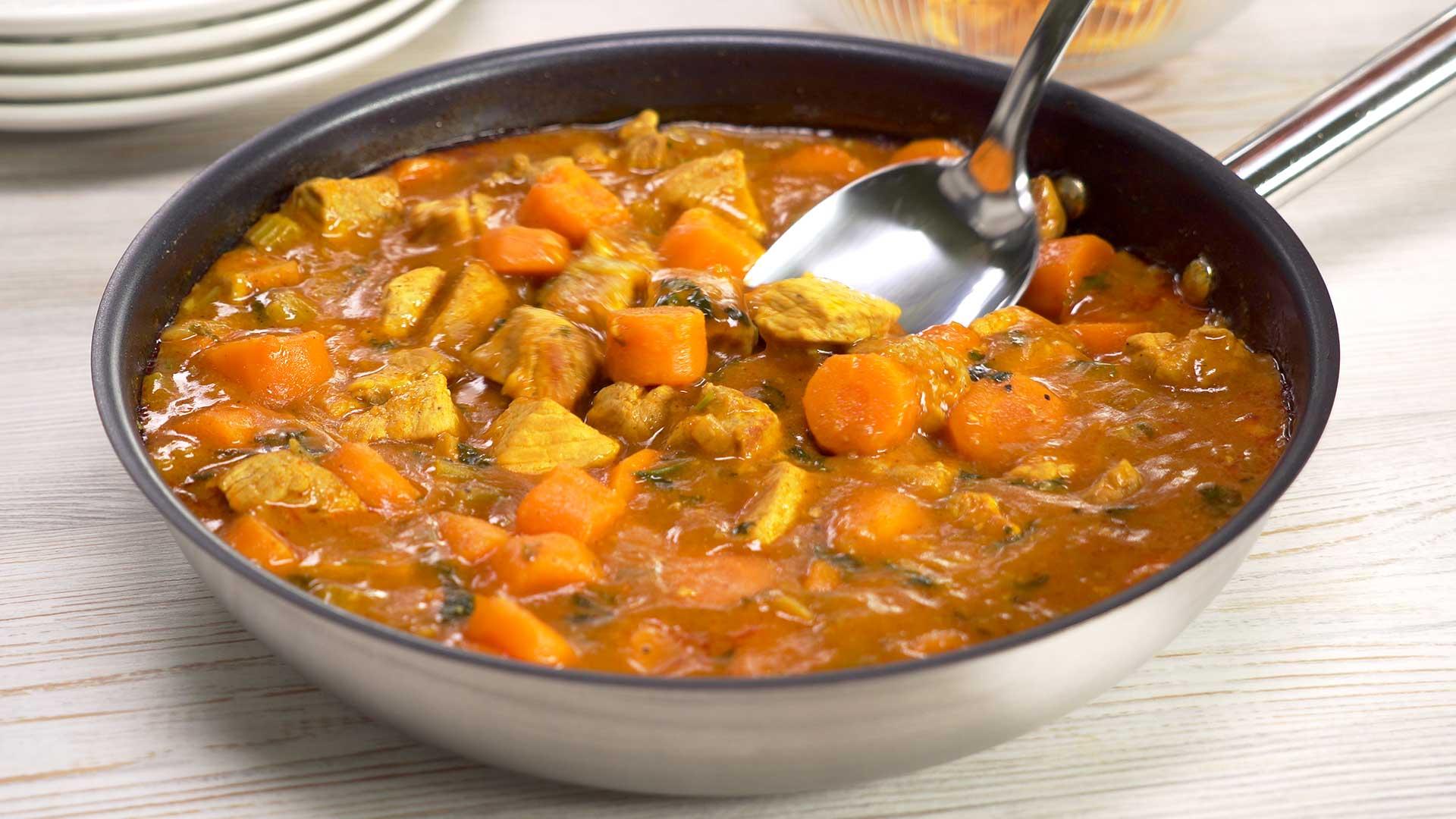 Свинина тушеная с морковью в овощном соусе
