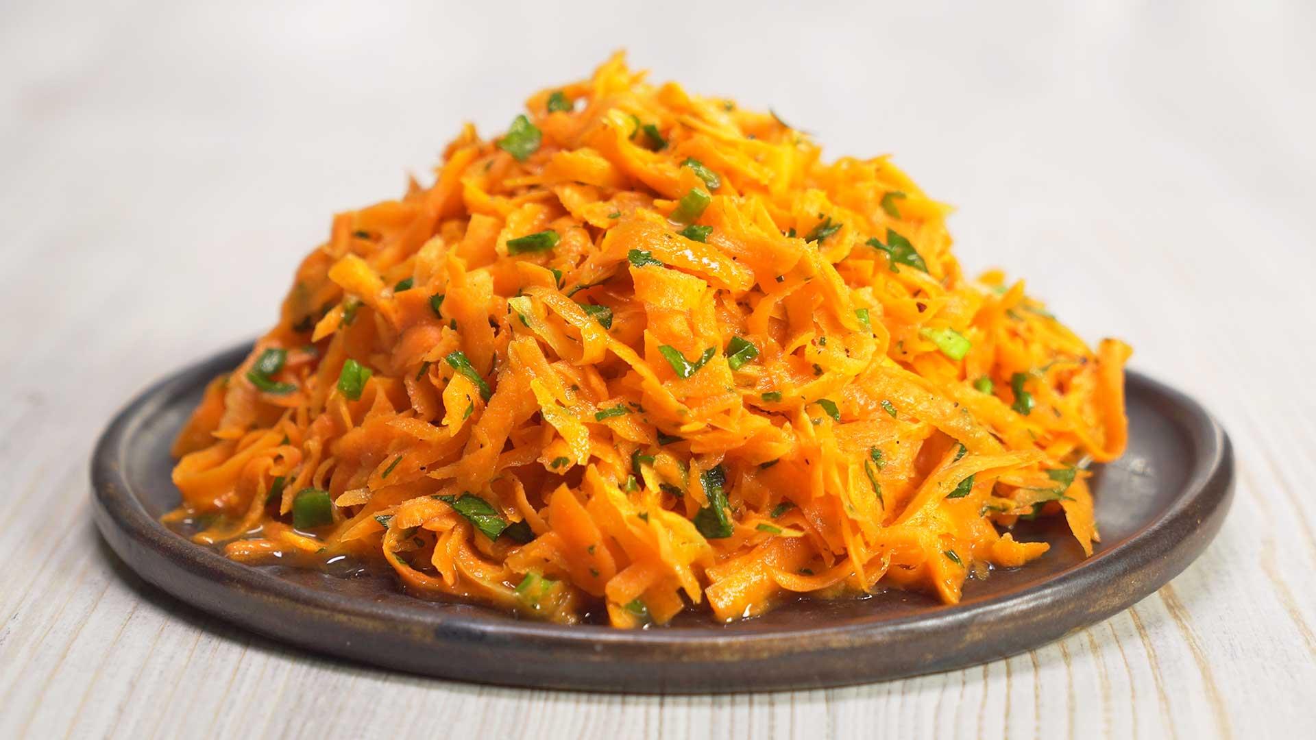 Салат из моркови в специальном маринаде. Французская кухня.