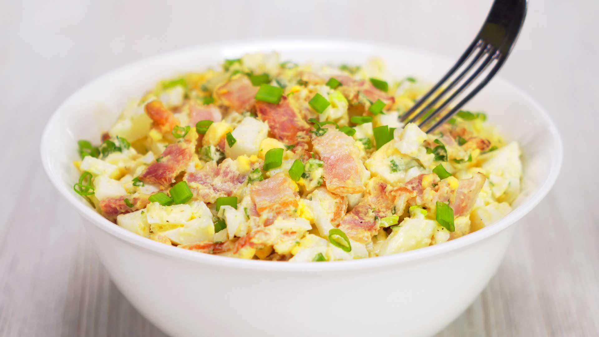 Яичный салат с беконом