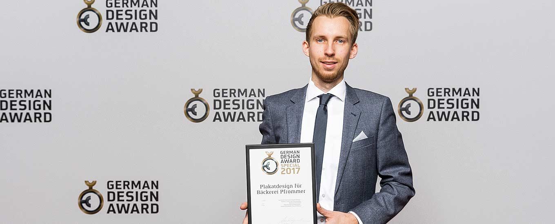 Simon Eberhardt empfängt den German Design Award 2017 für ideenhunger