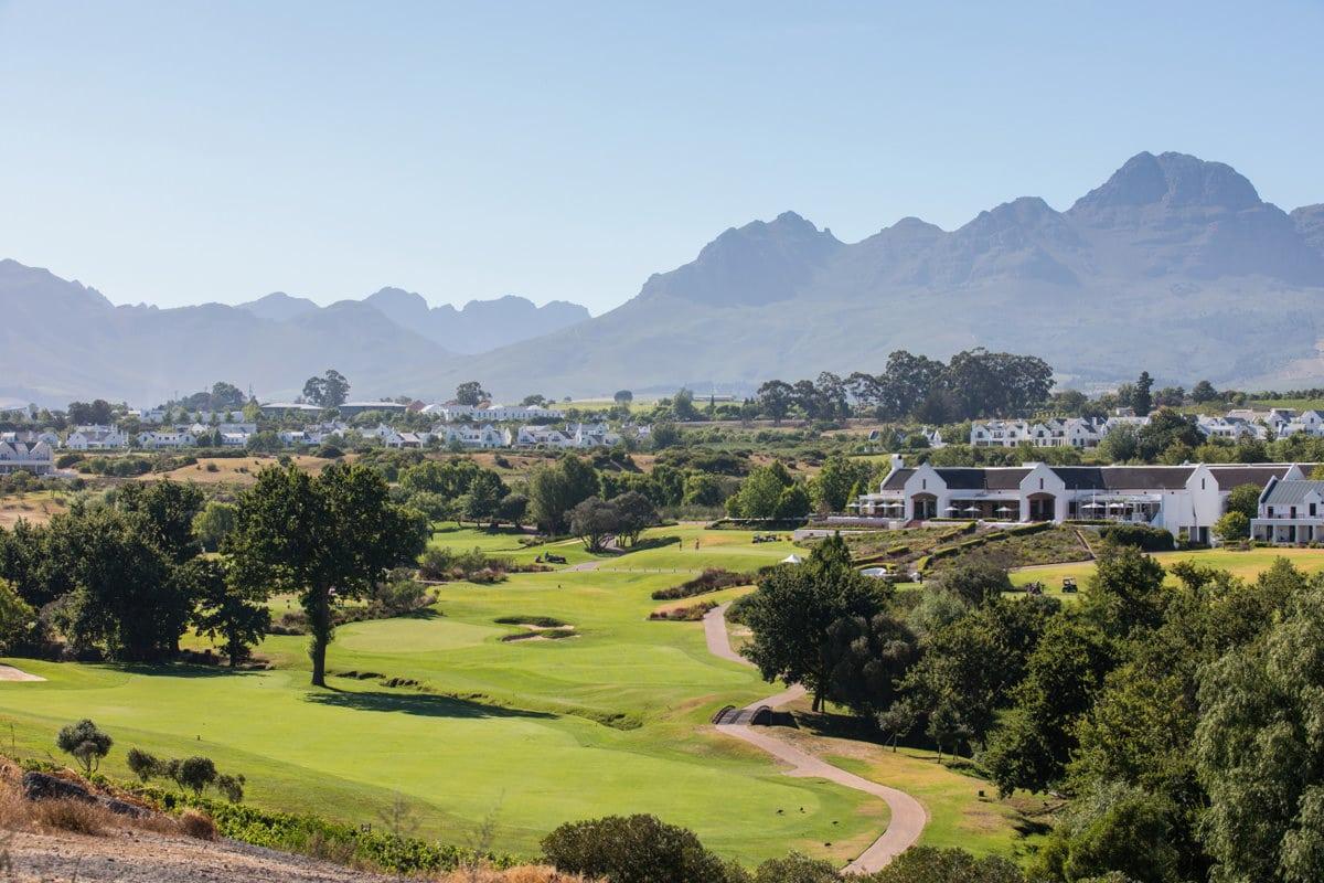STELLENBOSCH - Wein, Wein, Wein... aber auch Golf! In Stellenbosch liegt einer TOP Plätze Südafrikas