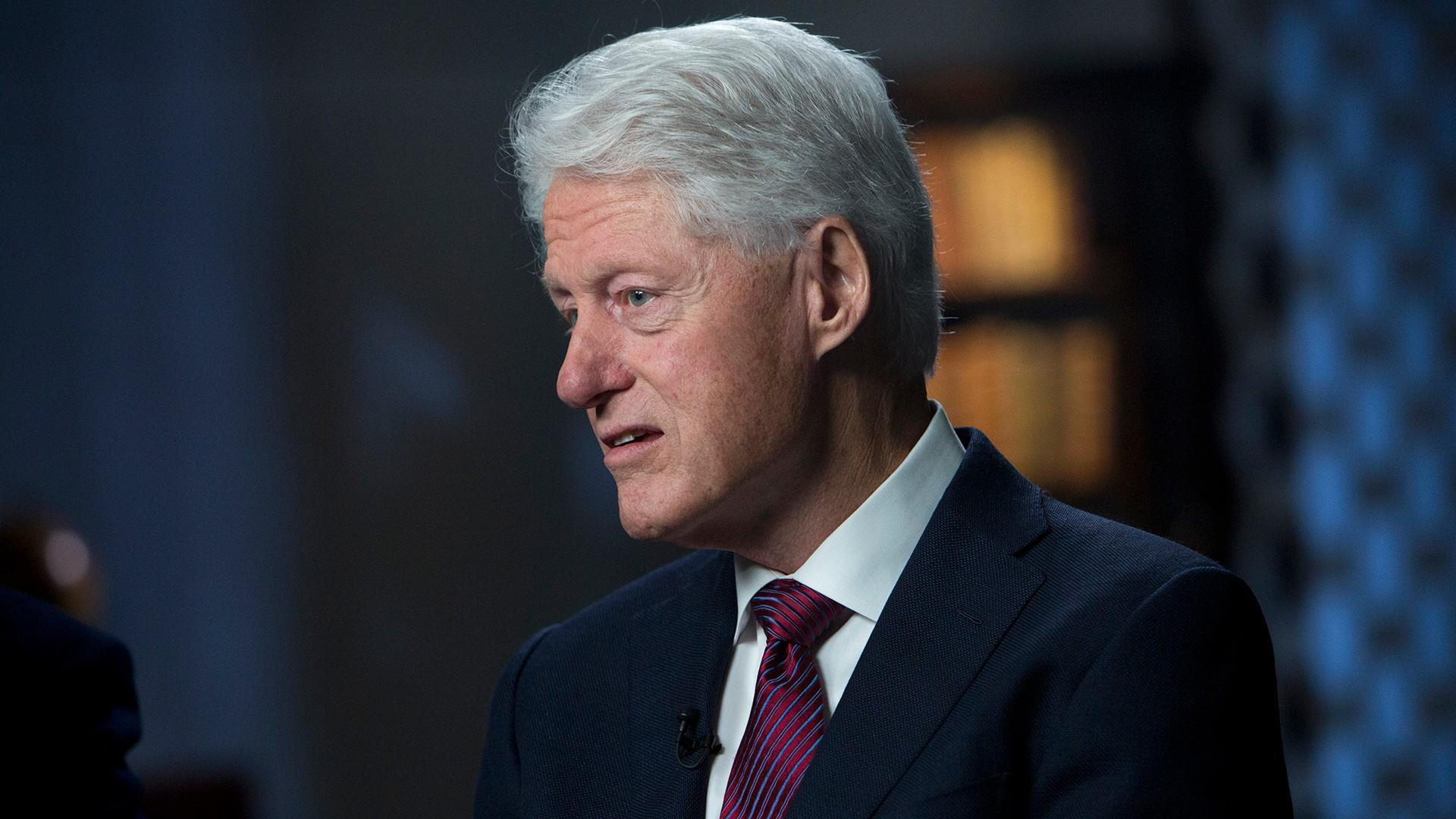bill clintons politics and the lewinsky scandal Washington - bill clinton tried to save his presidency last night with an extraordinary tv speech confessing to an affair with monica lewinsky and misleading the nation and his wife for seven.