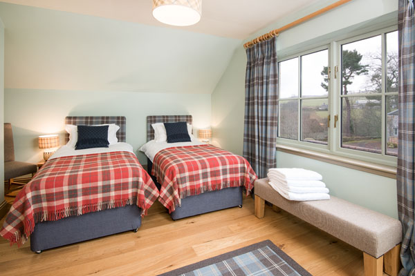 Elliot Houses - Time Luxury Holiday Cottage Twin Bedroom