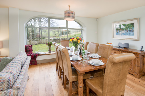 Elliot Houses - Dignity Luxury Holiday Cottage Dining