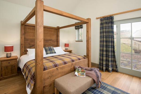 Elliot Houses - Dignity Luxury Holiday Cottage Bedroom
