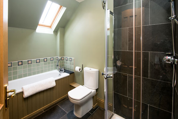 Elliot Houses - Dignity Luxury Holiday Cottage Bathroom