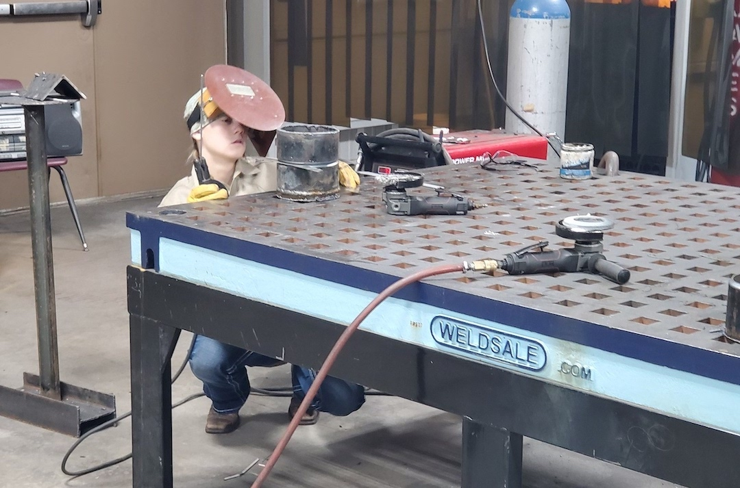Image of a welding table.