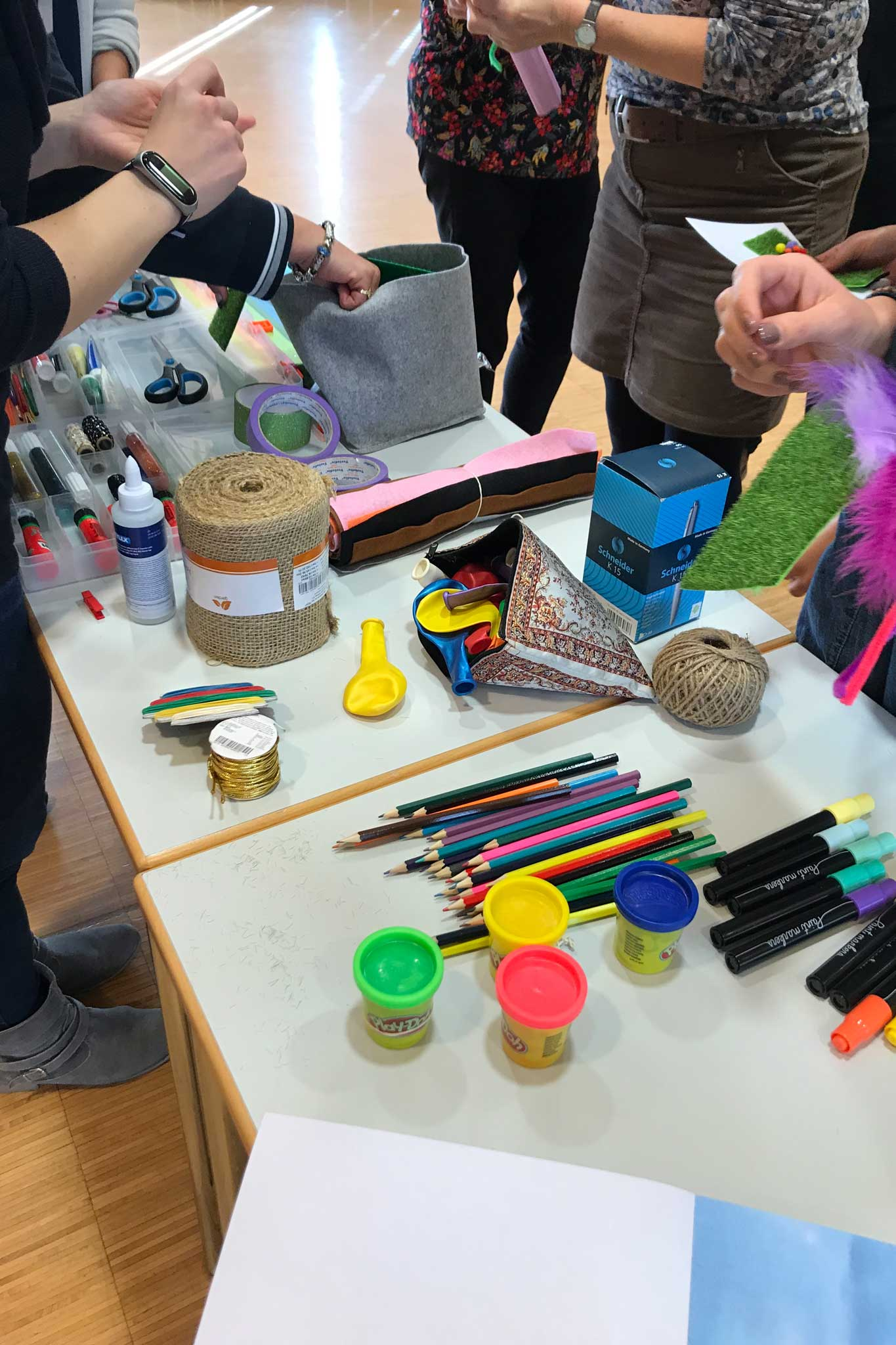 Prototypenbau beim Design Thinking Workshop.
