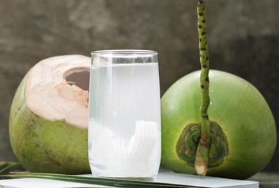 cách phá thai tự nhiên bằng nước dừa