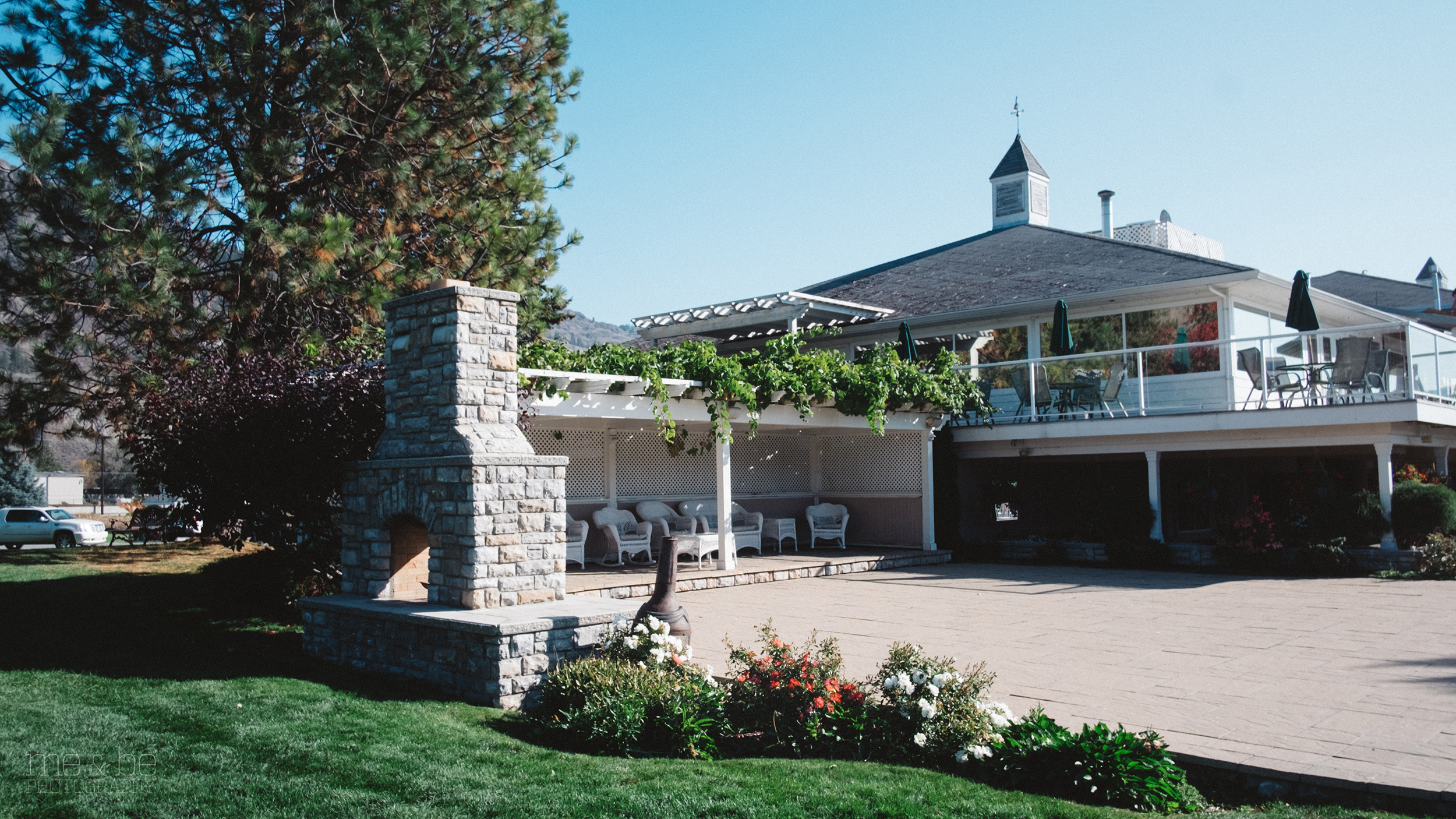 Outside view of the South Thompson Inn & Conference Centre.