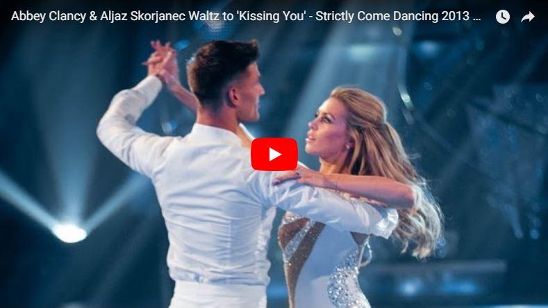 Paar tanzt Langsamen Walzer bei Strictly Come Dancing