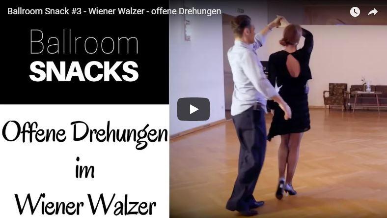 Zwei Tanzlehrer zeigen offene Drehung im Wiener Walzer