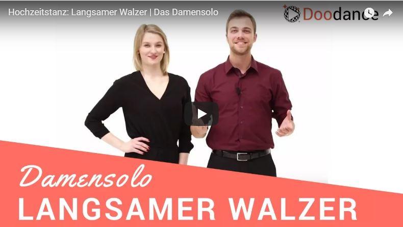 Zwei Tanzlehrer zeigen das Damensolo im Langsamen Walzer