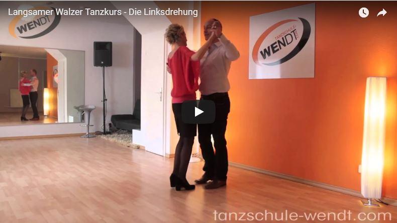 Tanzlehrer in der Tanzschule bei der Linksdrehung imLangsamen Walzer