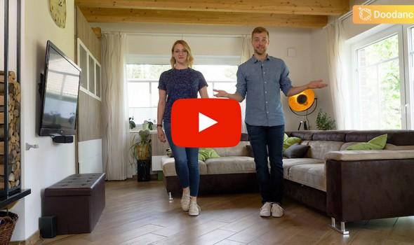 Zwei Tanzlehrer tanzen geben Tanzlektion zuhause
