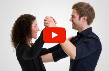 Zwei Tanzlehrer in Discofox Tanzhaltung