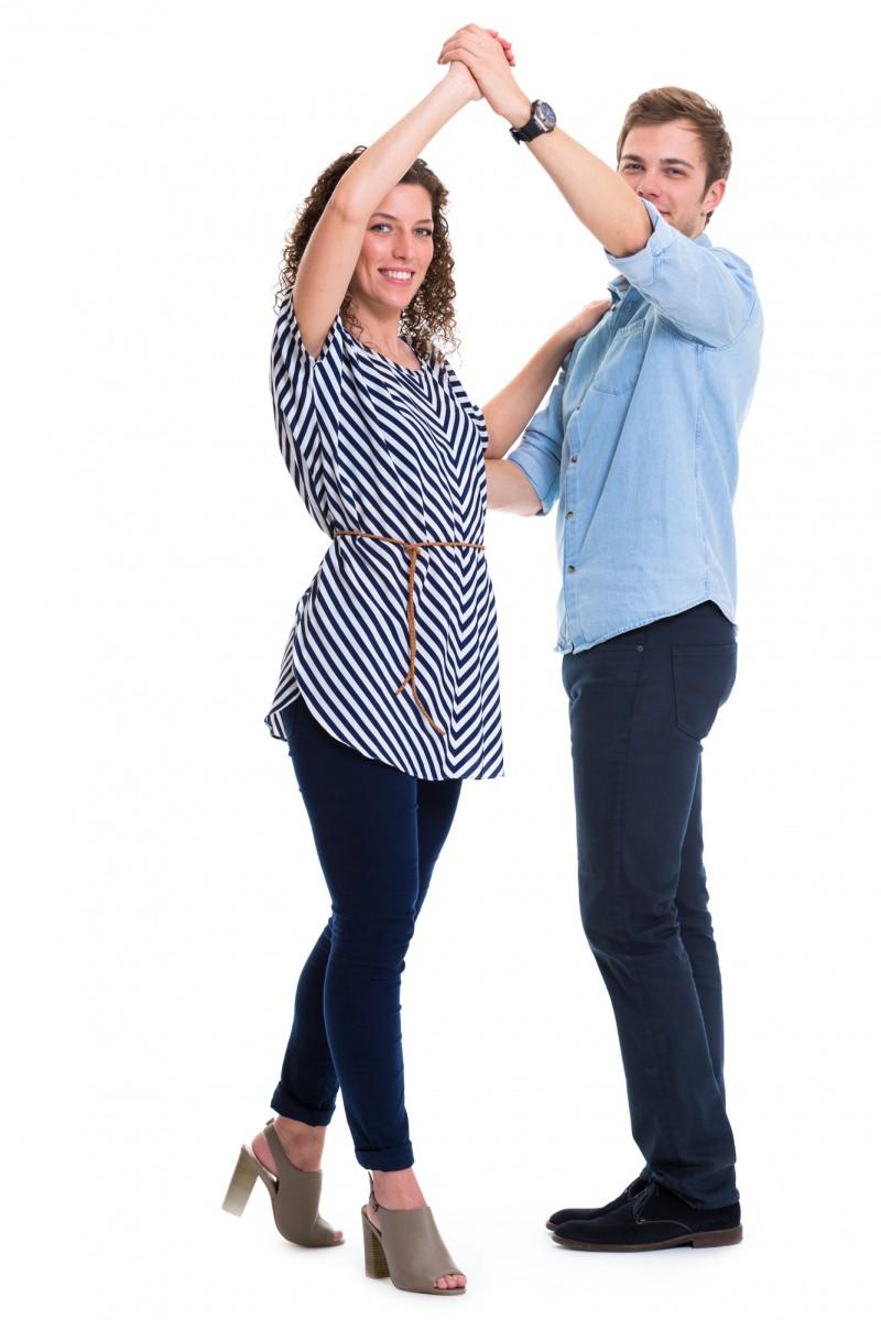 Zwei Tanzlehrer zeigen Discofox Figur Damensolo