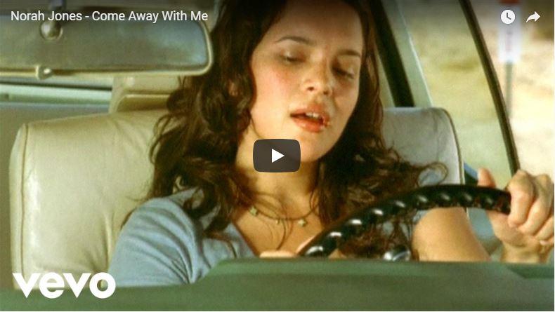 Norah Jones im Auto in Musikvideo