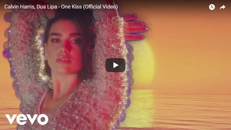 Dua Lipa tanzt in Musikvideo
